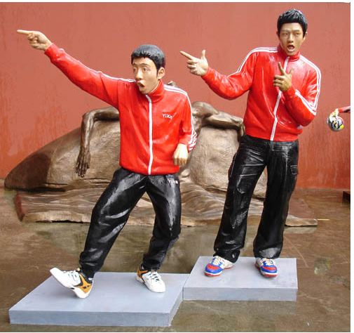 Backdorm_boys_sculptures