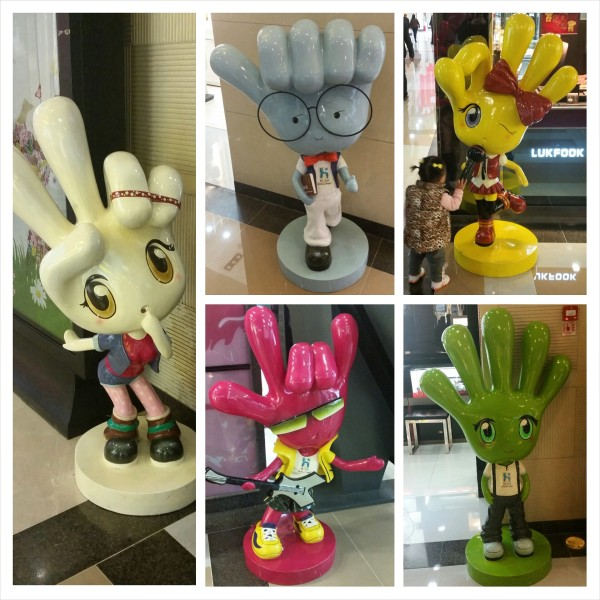 The hand-themed mascots of Hunter City Mall in Guiyang.